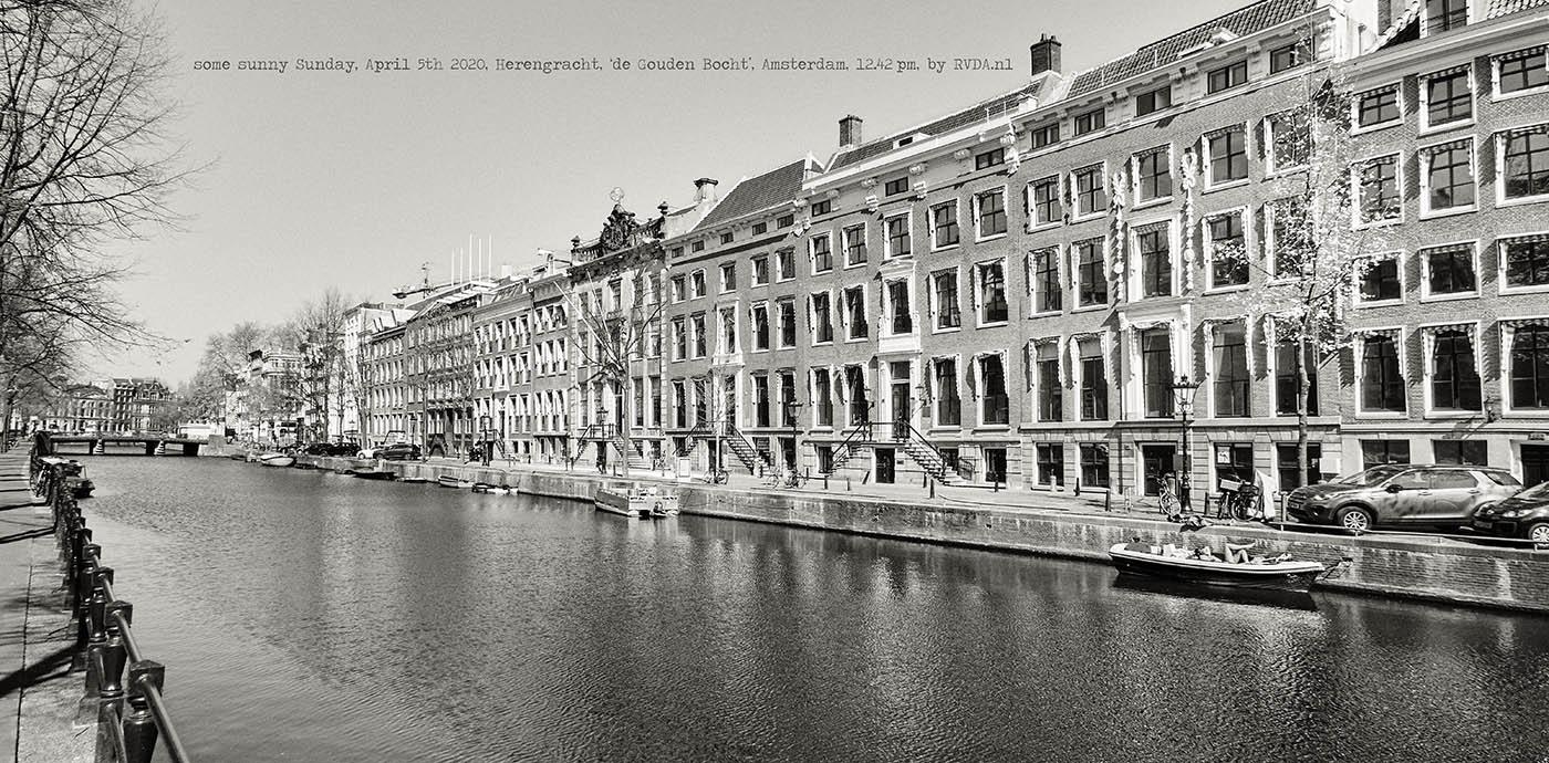 Covid-19-Corona-20-04-05-Amsterdam-by-RVDA-L1017685-Herengracht-Gouden-Bocht-zonnebaden-txt